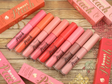 too-faced-sweet-peach-creamy-peach-oil-lip-gloss-swatches-review-1